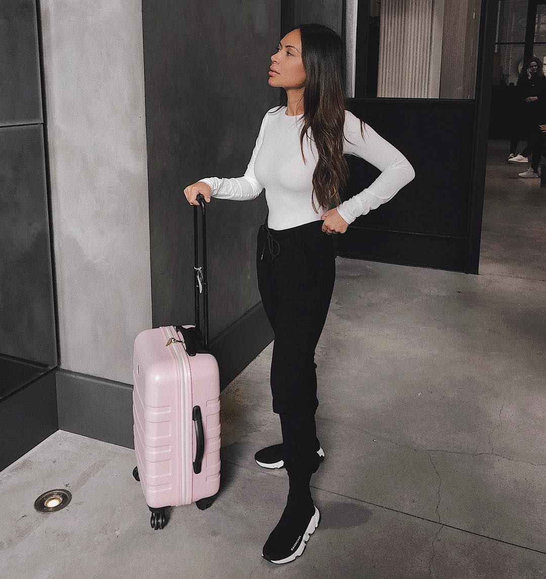 Airport Outfits That Are Both Stylish and Comfortable - Life With Me